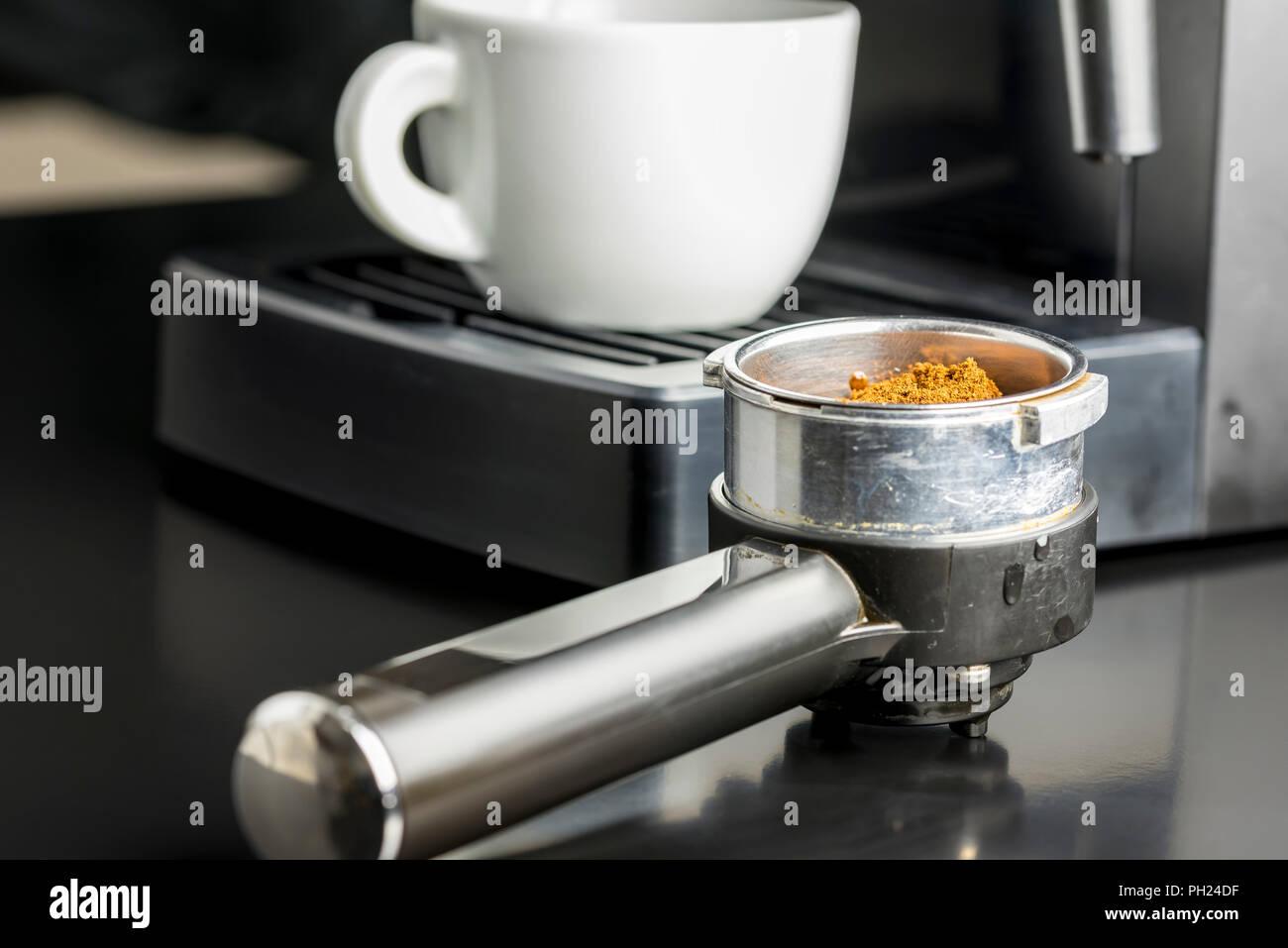 La realizzazione di una tazza di caffè espresso con una vista ...