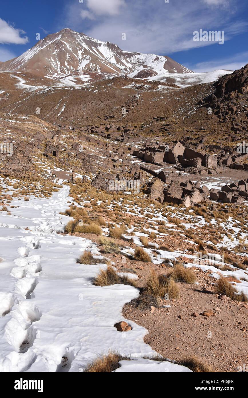 Pueblo fantasma, un abbandonato città mineraria nei pressi di San Antonio de Lipez nel Sud Lipez provincia, dipartimento di Potosi, Bolivia Immagini Stock
