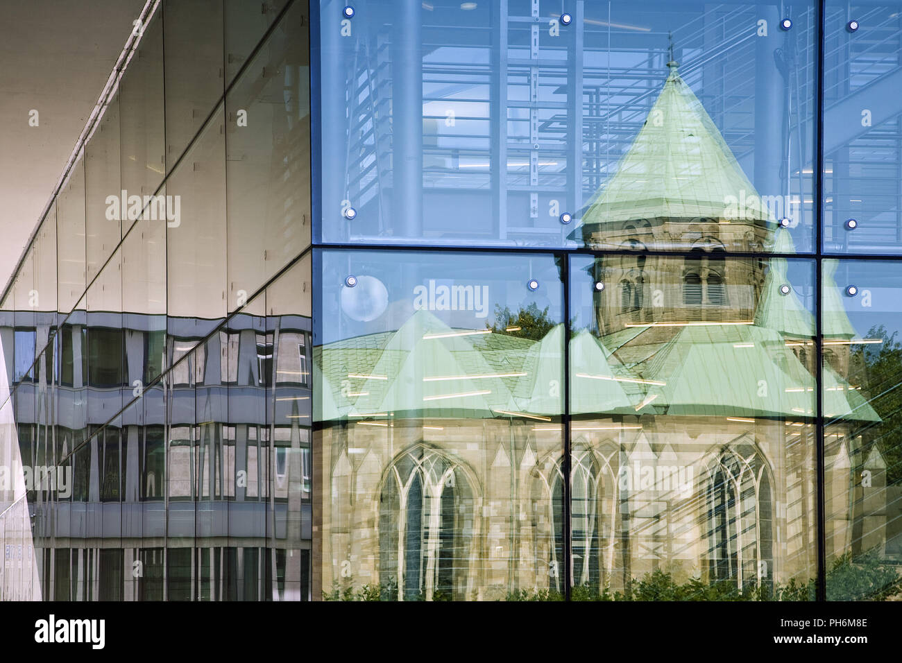 La cupola ise refelcted in vetro, Essen, Germania Immagini Stock