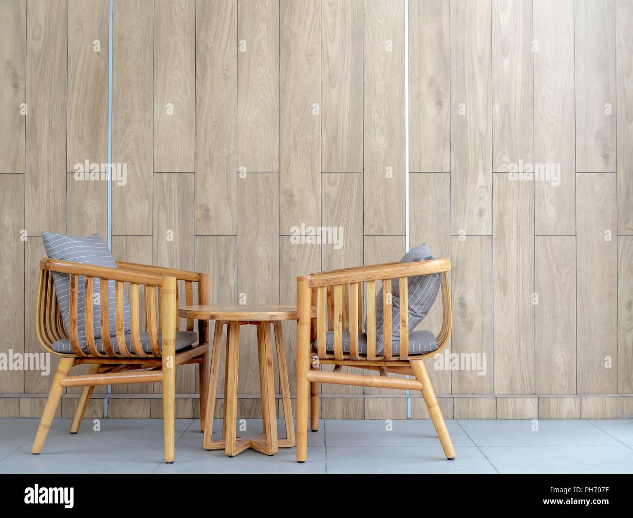 Poltrone con legno sedia poltrona legno e imbottita candy for Tavole moderne