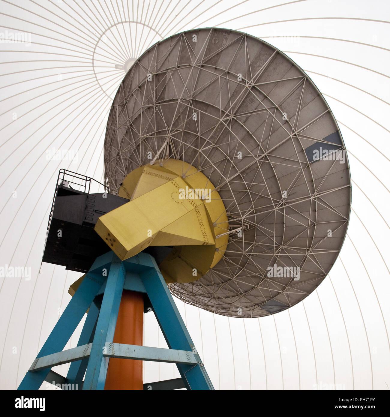 Antenna Parabolica, osservatorio di Bochum, Germania. Immagini Stock