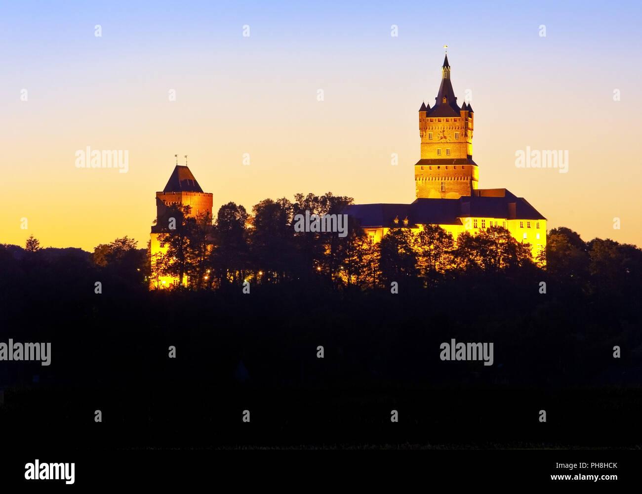 Illuminato il castello Schwanenburg, Kleve Immagini Stock