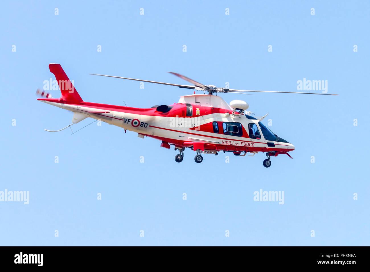 Elicottero Milano : Agusta a109 immagini & agusta a109 fotos stock alamy