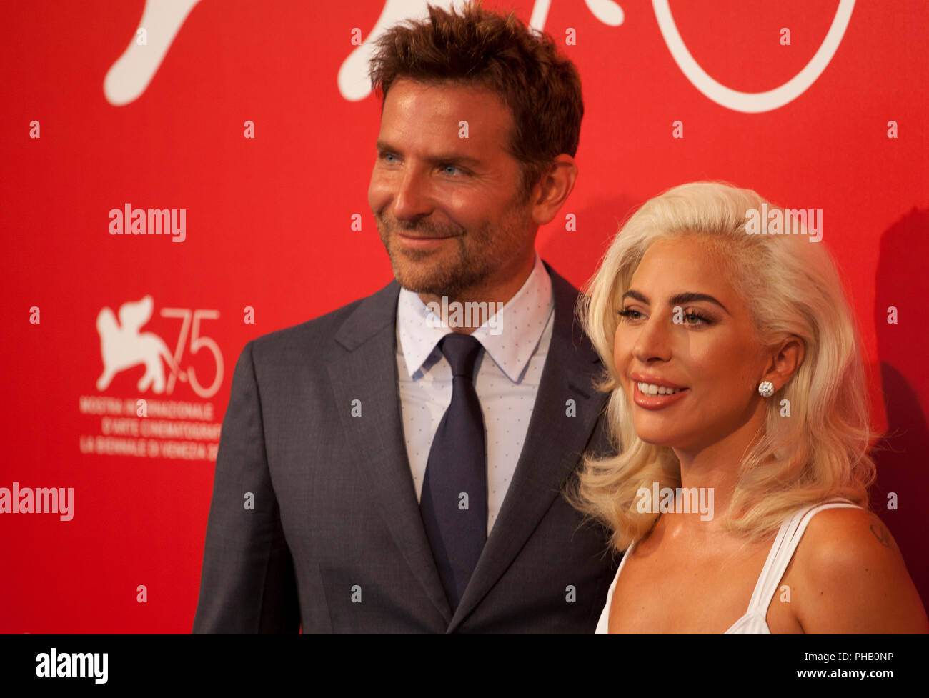 Direttore Bradley Cooper e attrice e cantante Lady Gaga al photocall per il  film è nata una stella al settantacinquesimo Festival del Cinema di  Venezia, venerdì 31 agosto 2018, Venezia Lido, Italia