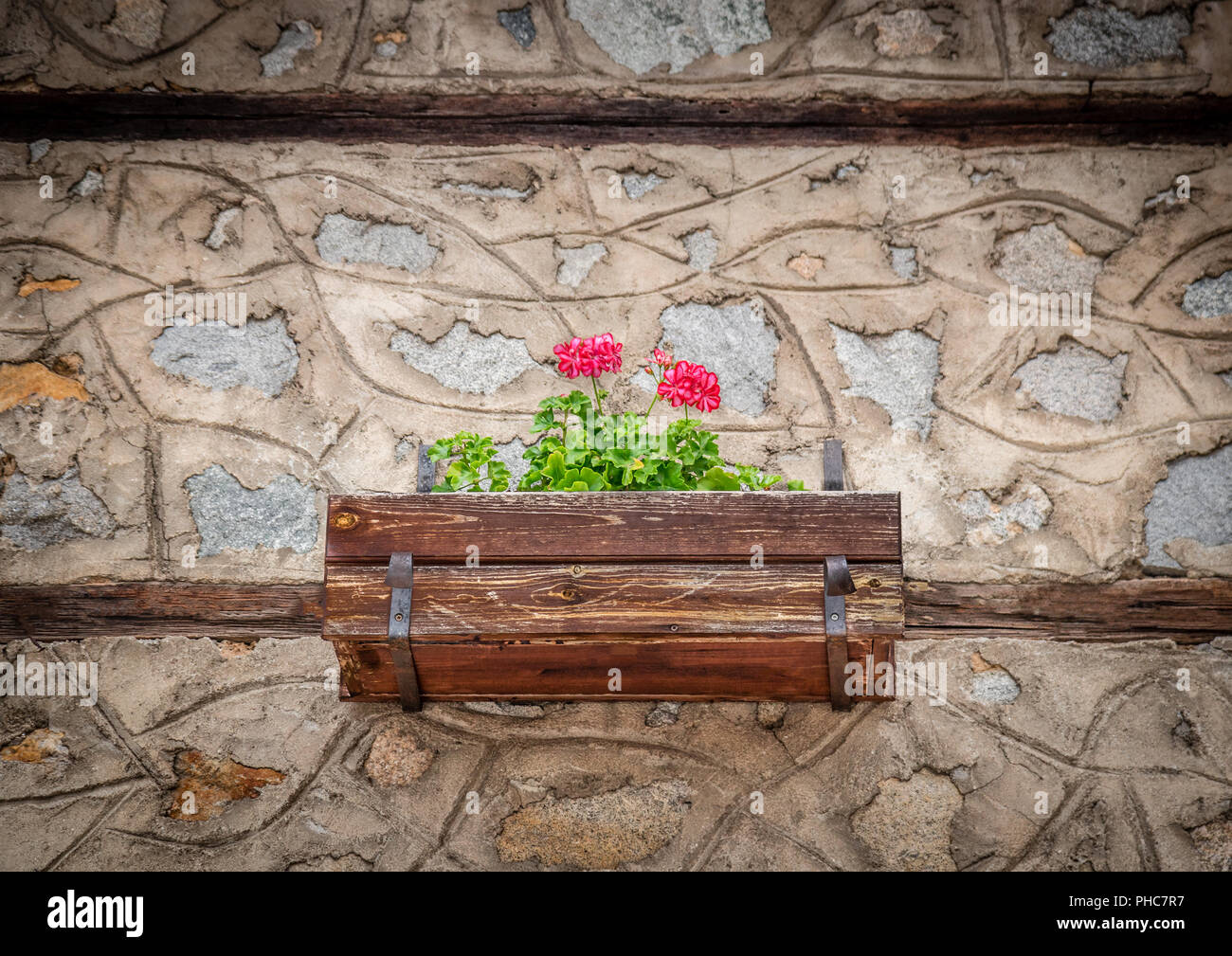 Case Di Pietra E Legno : Era bellissima e molto romantica vecchia casa di pietra e fiori in