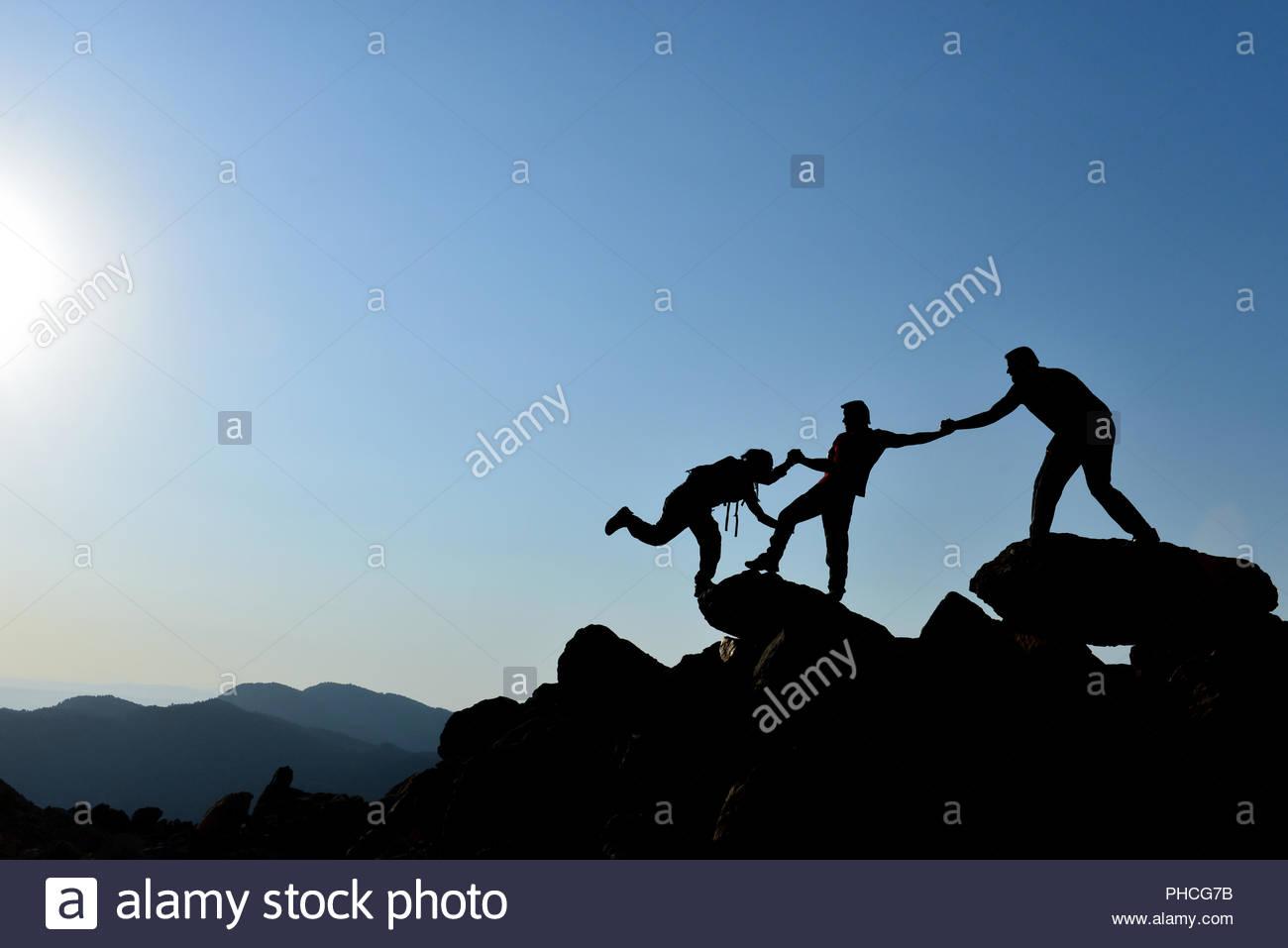 Aiutare,supporto e spirito di squadra Immagini Stock