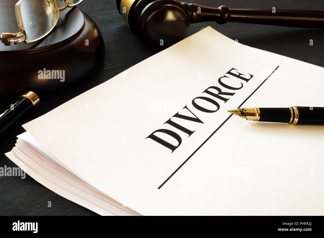 Documenti di divorzio in un tribunale. Separazione e alimenti. Immagini Stock