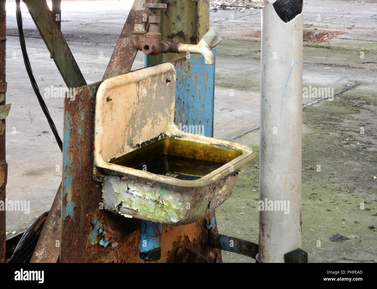 Appeso enormi rubinetti
