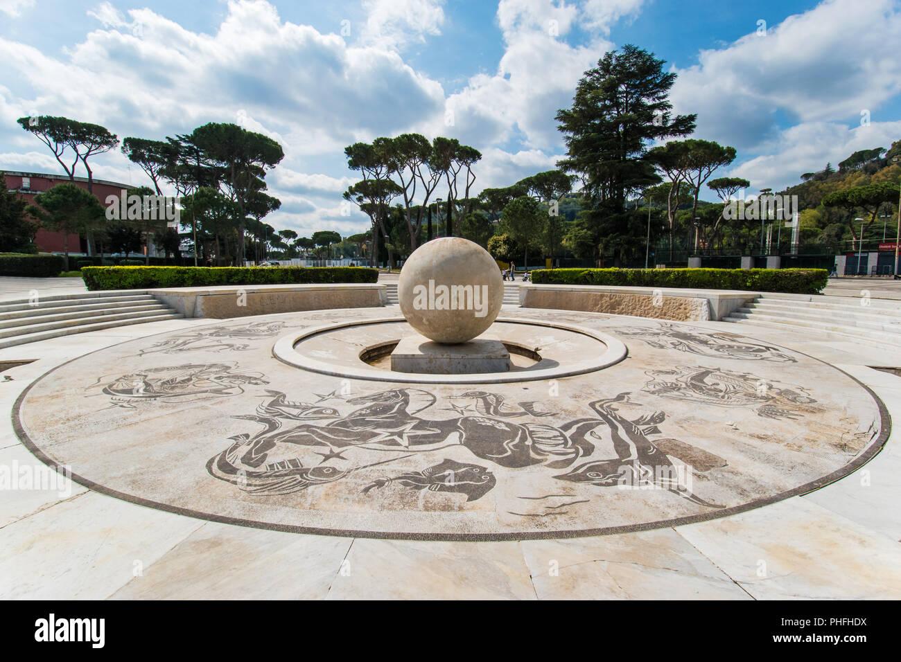 Roma, Italia - l'Olimpico e monumentali di Stadio dei Marmi con statue in marmo e il palazzo della Farnesina, nella capitale d'Italia. Immagini Stock