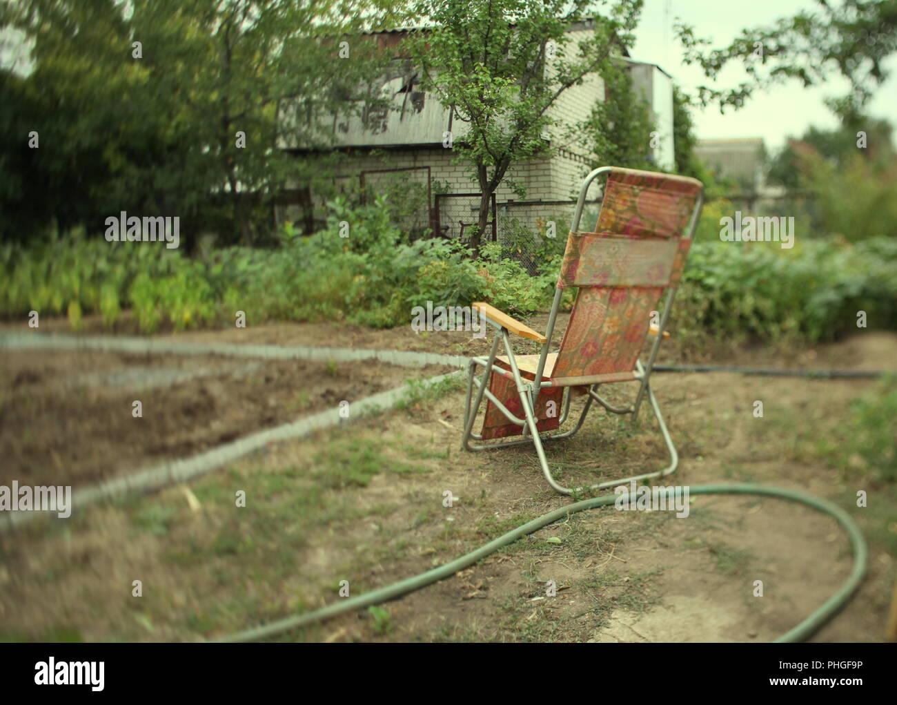 Sedia conchiglia in giardino foto immagine stock alamy