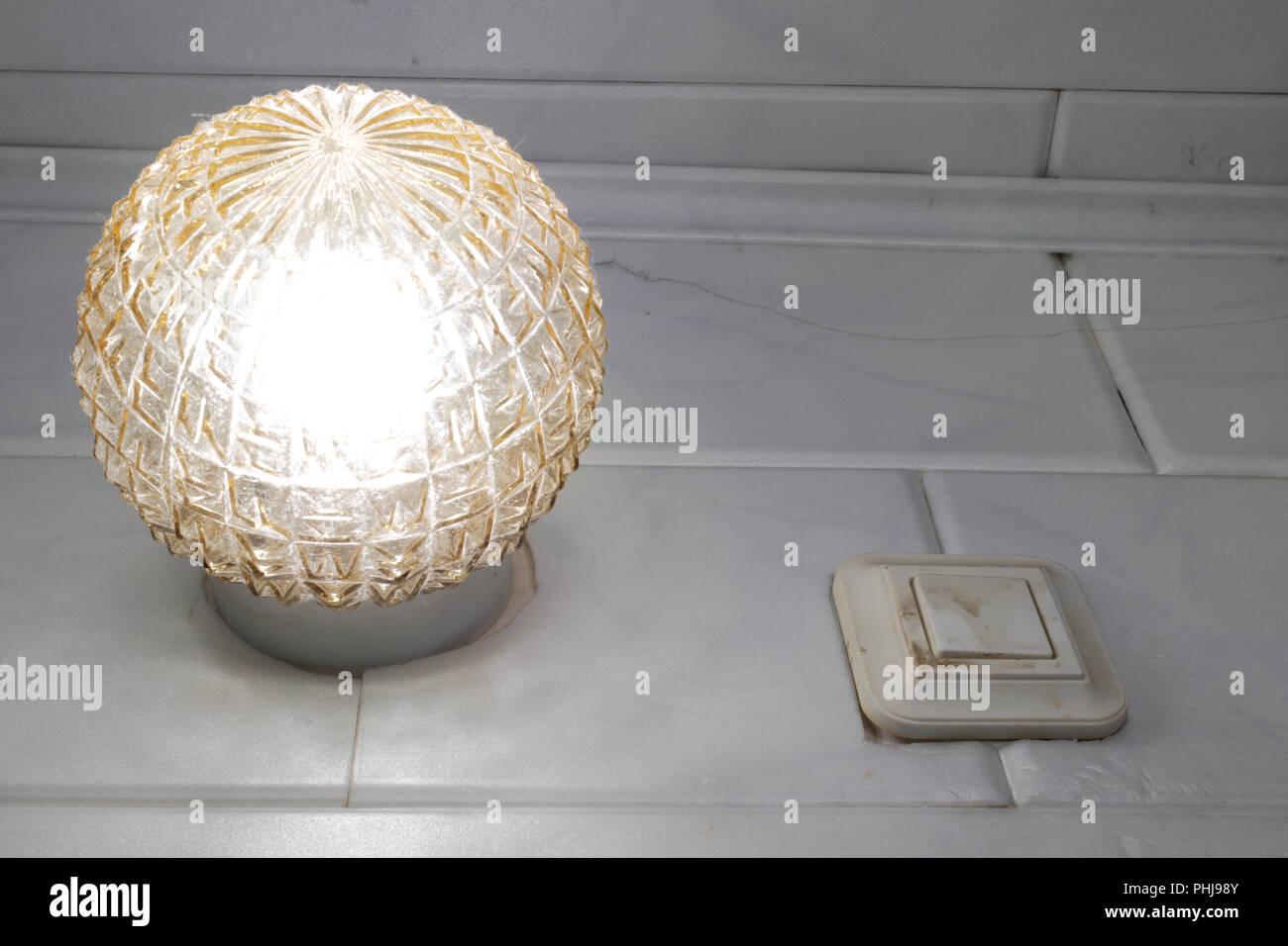 Plafoniere Con Interruttore : Plafoniera e una vecchia pista parete interruttore a pulsante. vetro