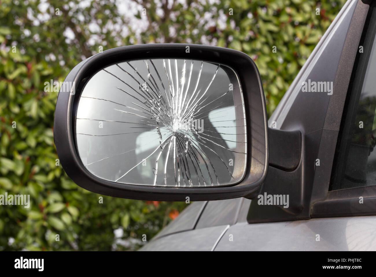 Danneggiato specchietto retrovisore Immagini Stock