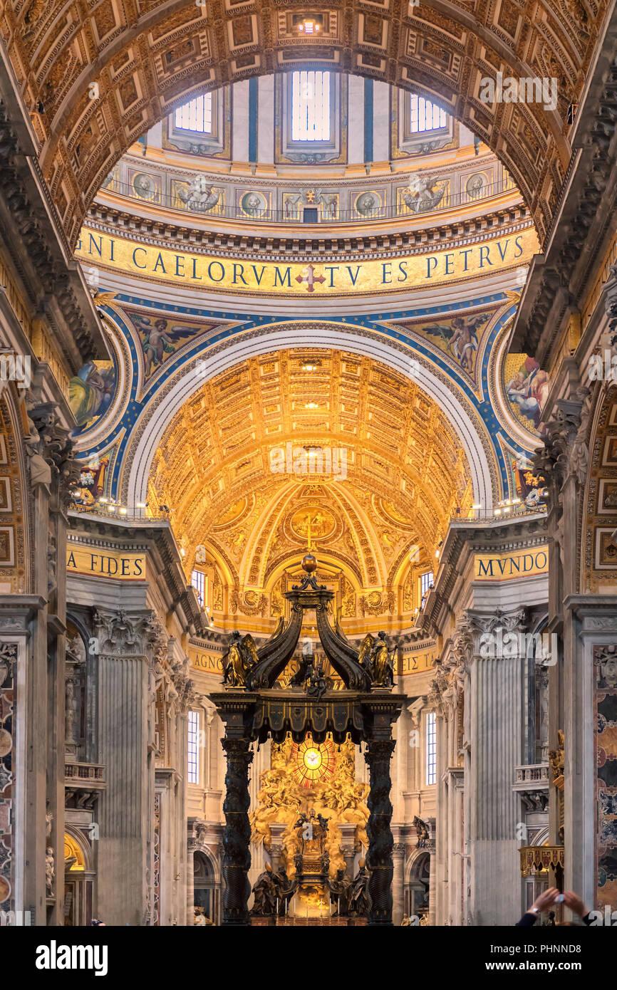 Interno della Basilica di San Pietro e Città del Vaticano Immagini Stock