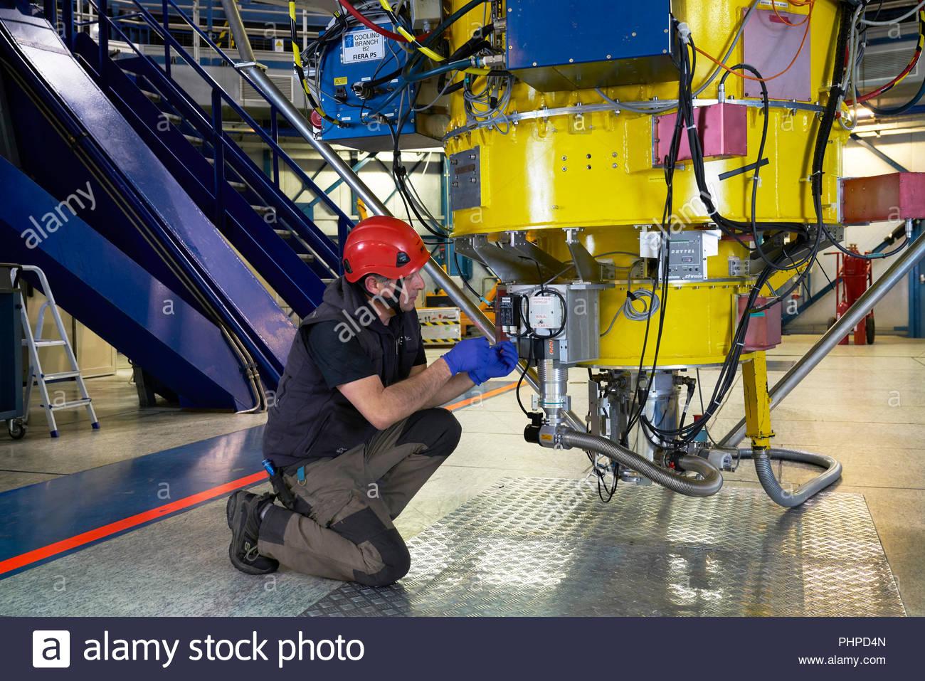 Astronomo macchinari di regolazione a Paranal Observatory in Cile Immagini Stock