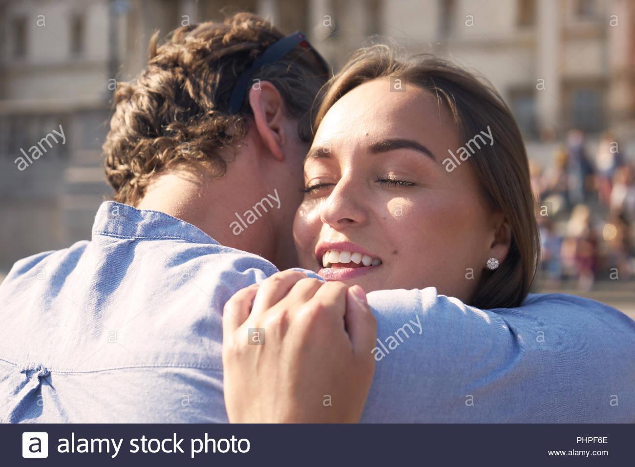 Giovane abbracciando Immagini Stock