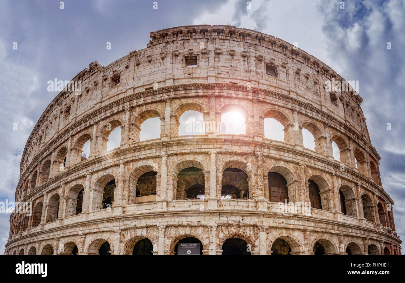 Il Colosseo a Roma visto da sotto Immagini Stock