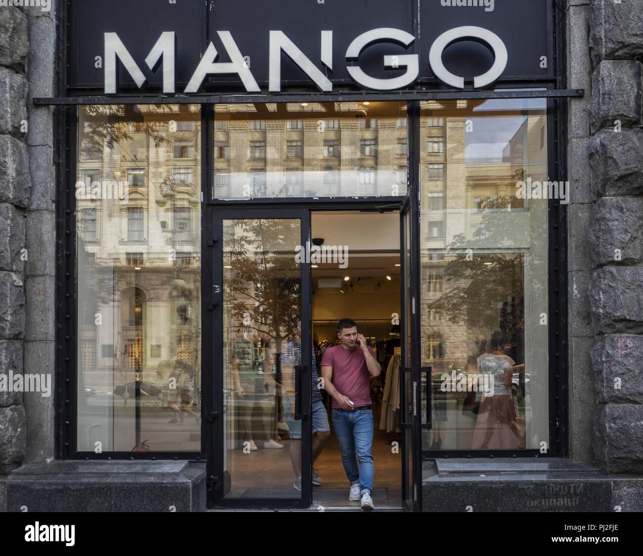 quality design 39371 64f61 Kiev, Ucraina. 3 Sep, 2018. Negozio di mango. Il Mango è un ...