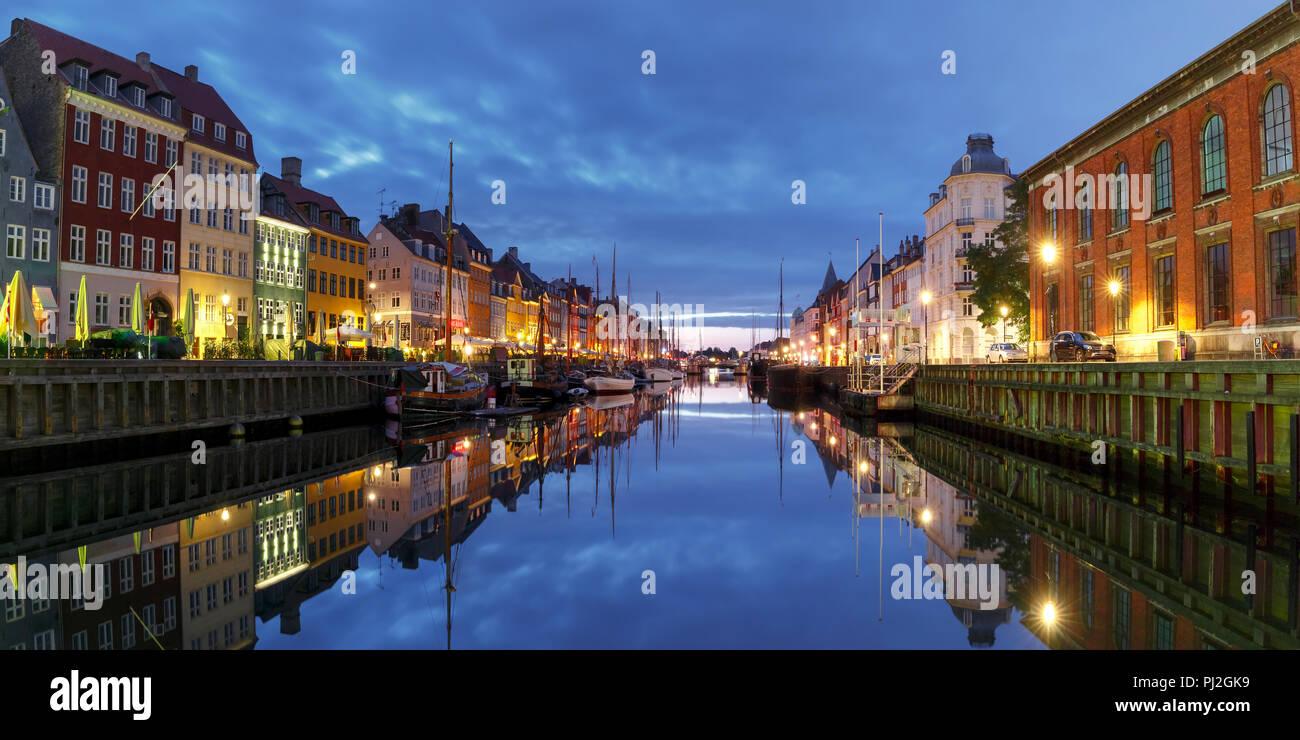 Panorama di Nyhavn a Copenaghen, in Danimarca. Immagini Stock
