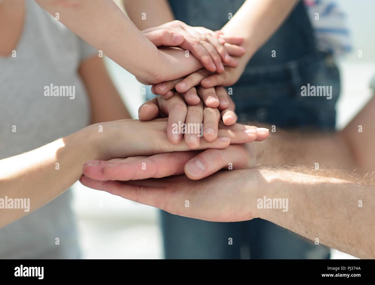 Close up.famiglia mani piegate insieme Foto Stock