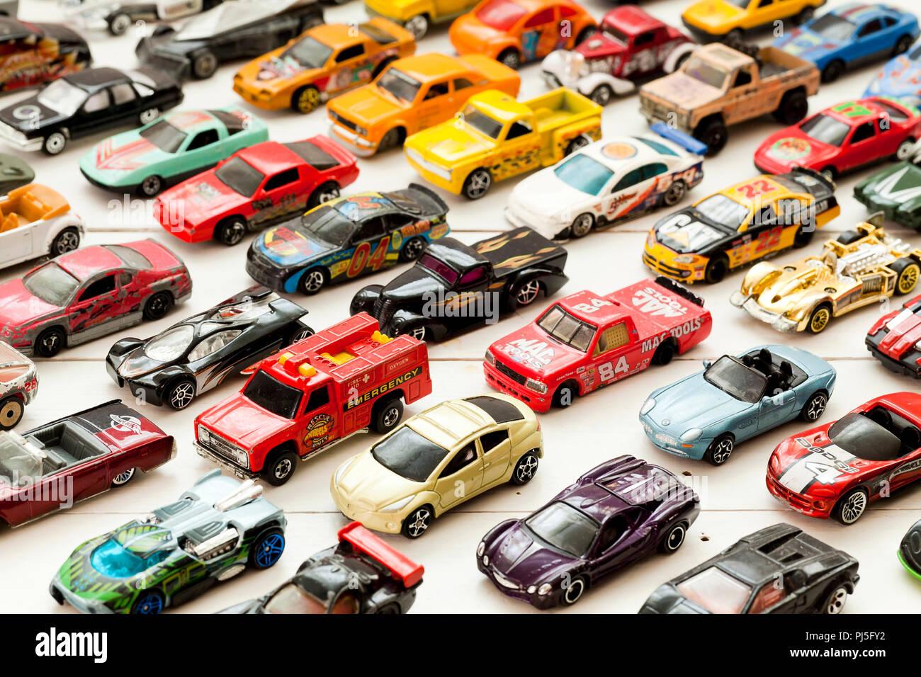 Vintage, utilizzate le Hot Wheels collezione sulla tabella - USA Immagini Stock