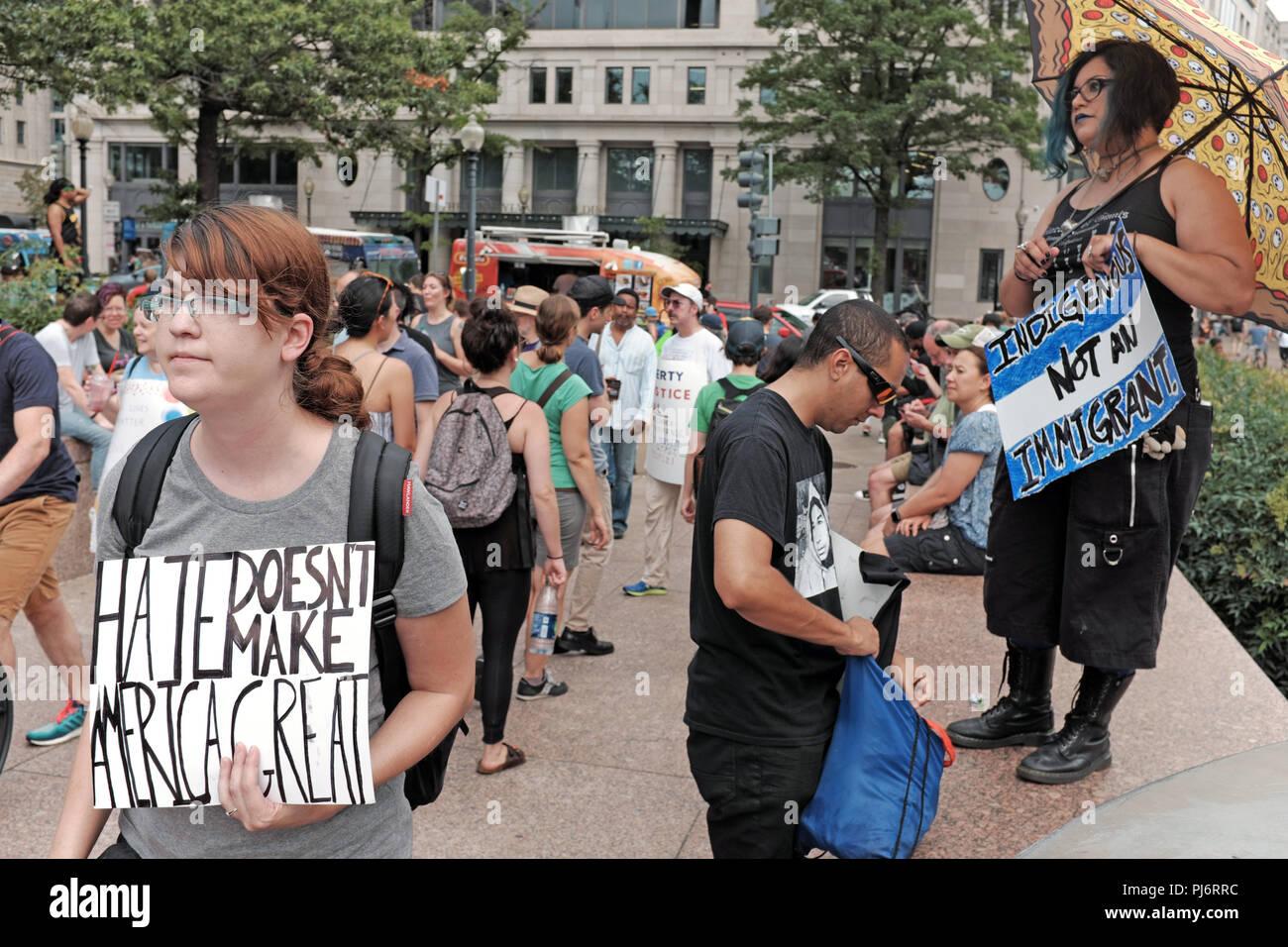 Odio non rendere l'America grande segno al rally in libertà Parco di Washington D.C. volto a contrastare l'alt-diritto di rally in Lafayette Park Immagini Stock