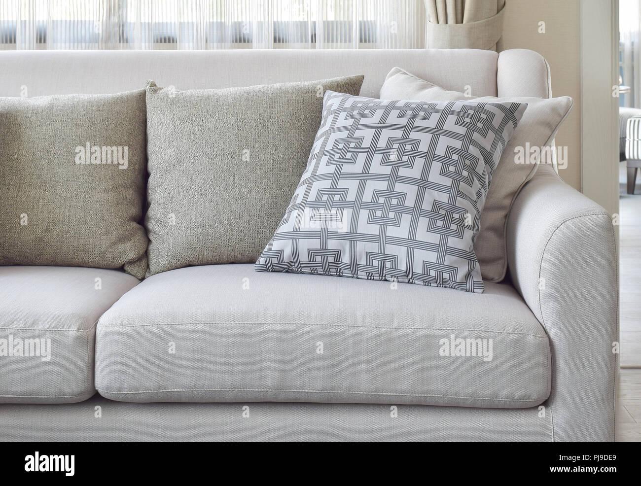 Cuscini Beige.Motivi E Texture Cuscini Beige Sul Divano Del Soggiorno Foto