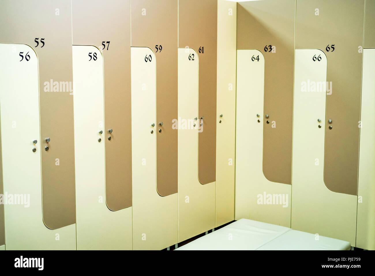 Armadietti Spogliatoio Per Palestra.Armadietti In Legno In Sport Palestra Spogliatoi Foto