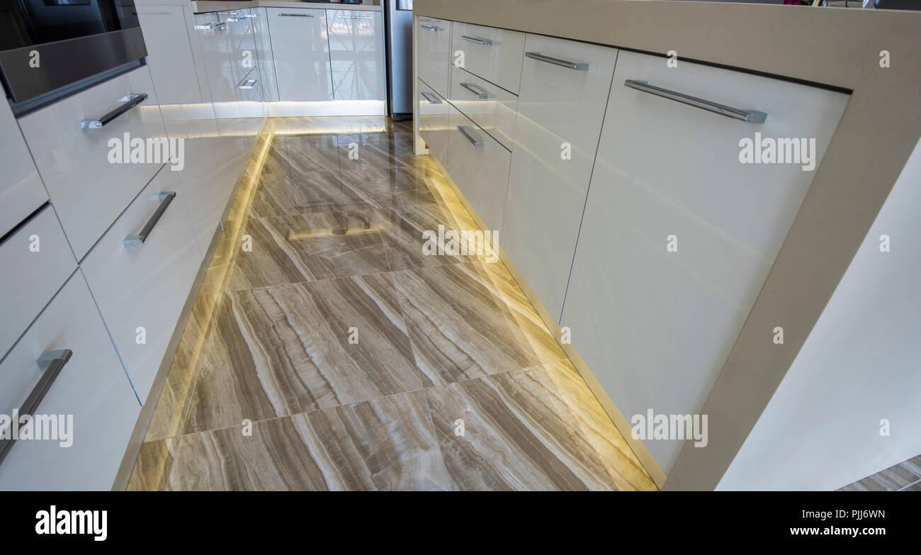 Interior design arredamento che mostra la cucina moderna con