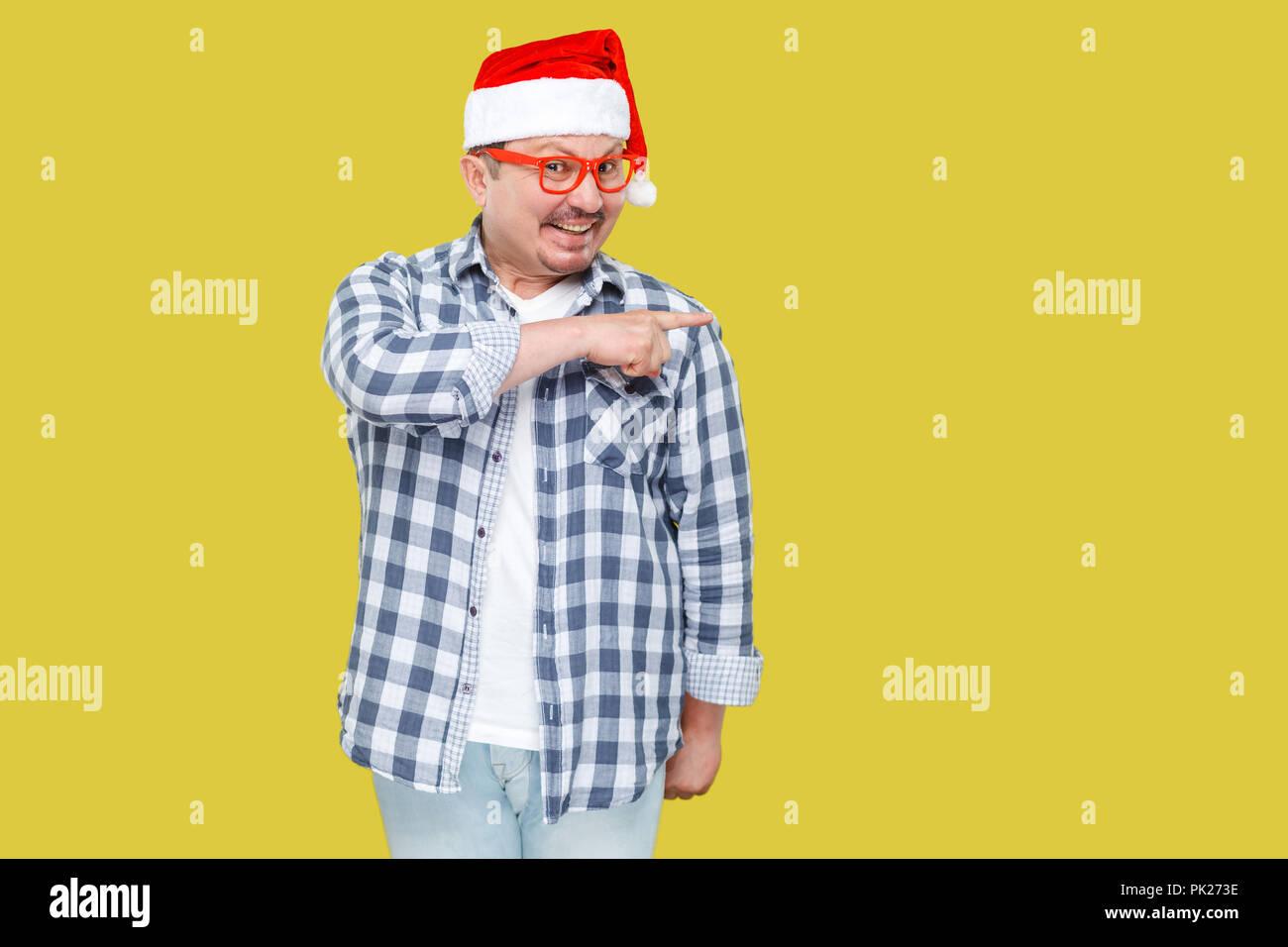 economico per lo sconto 61ced 53076 Positivo uomo di mezza età in cappuccio rosso, occhiali e ...