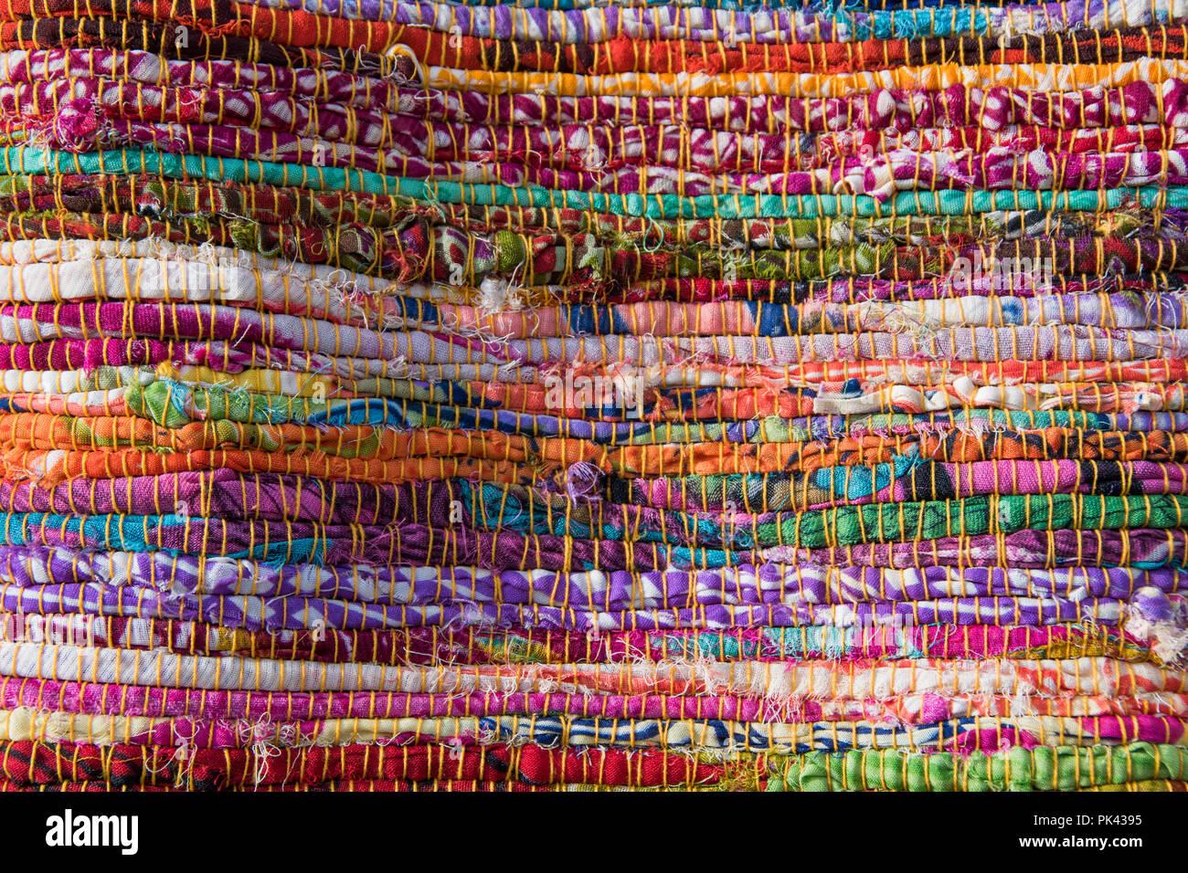 Tappeti In Tessuto Riciclato : Tappeto di stracci immagini & tappeto di stracci fotos stock alamy