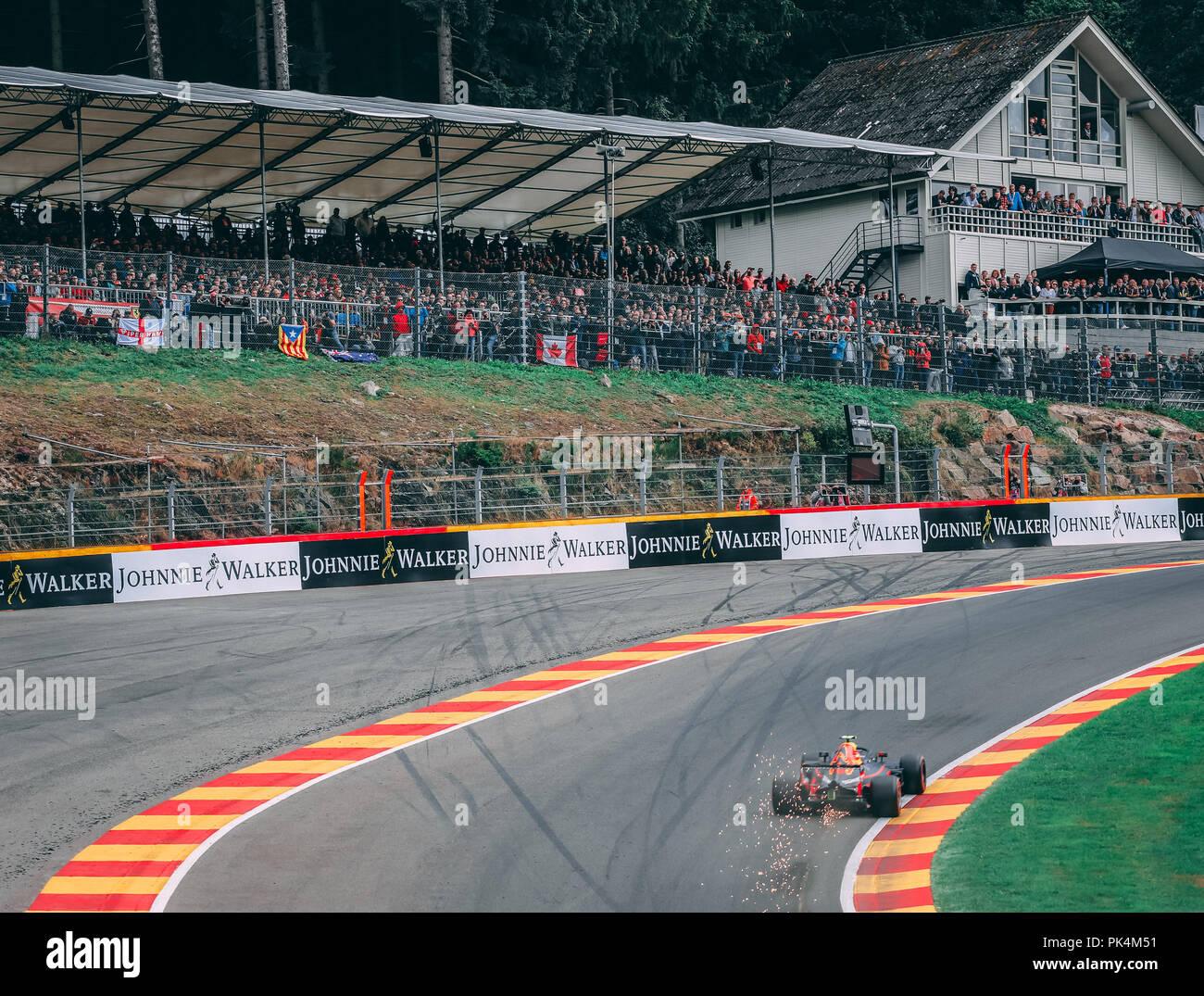 Circuito Spa : Max verstappen corse intorno al famoso angolo pouhon presso il