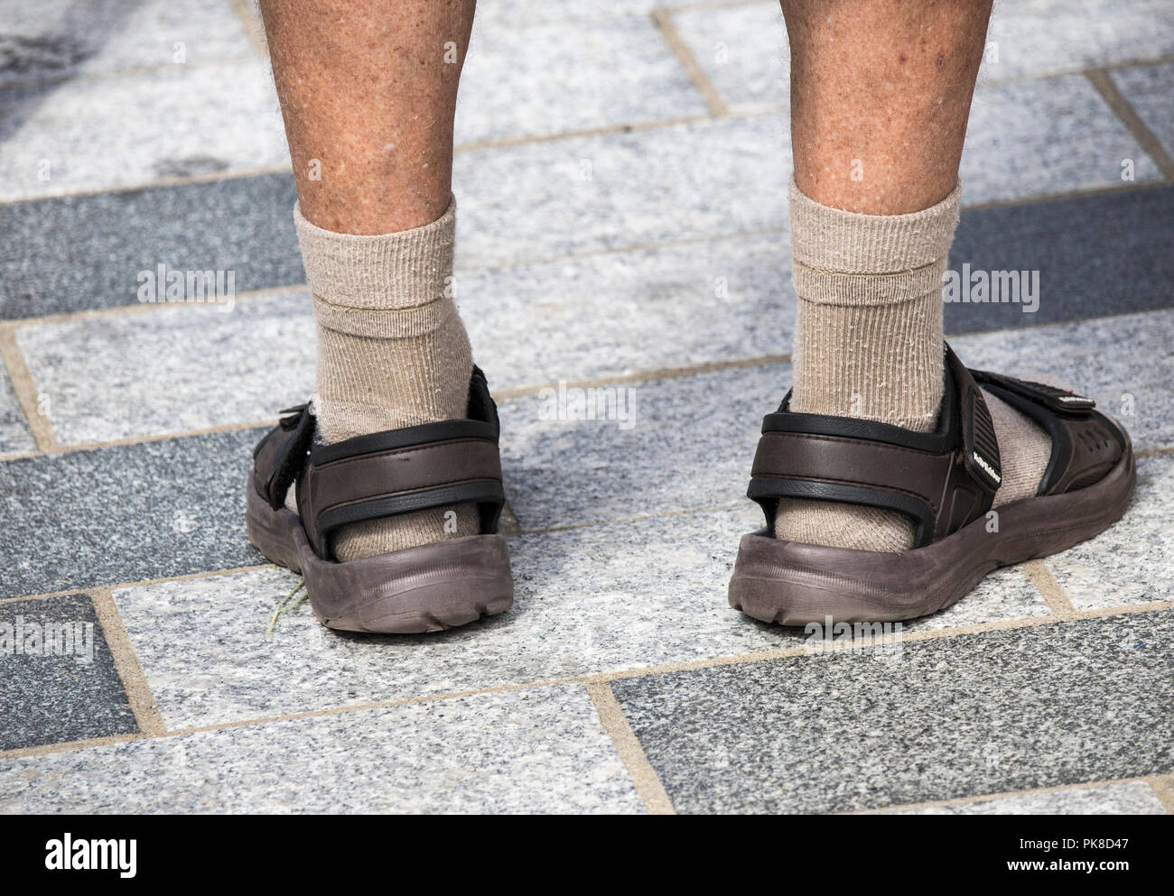 d698a54d7139dd Sandals With Socks Immagini & Sandals With Socks Fotos Stock - Alamy