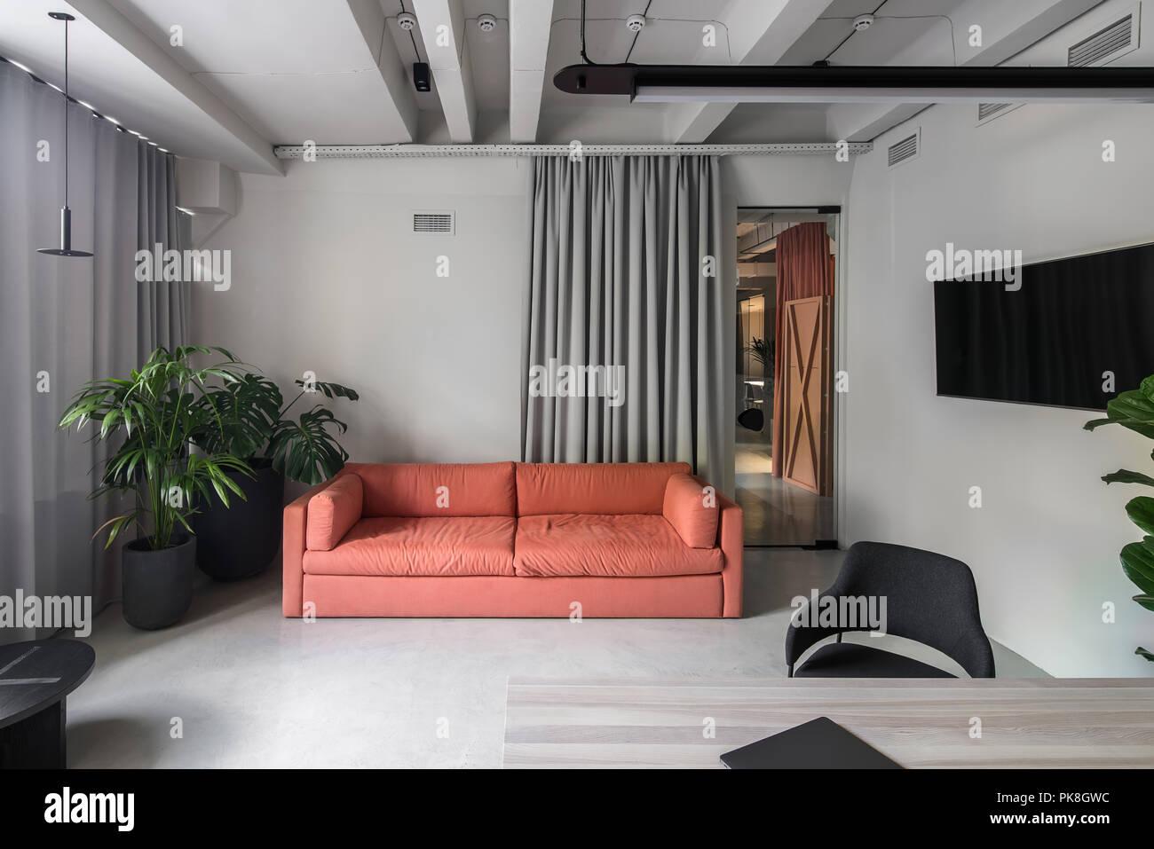 Ufficio Elegante In Stile Loft Con Pareti Di Colore Grigio Vi è Un