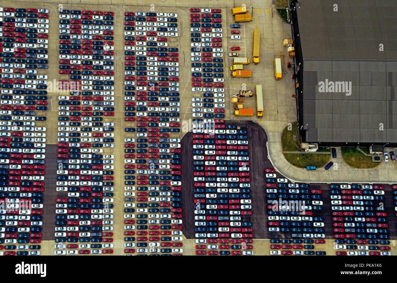 Vista aerea, Auto Storage, Nuovo Greenham Park, Greenham Common, Newbury, Berkshire, Inghilterra, Regno Unito, GB. Immagini Stock