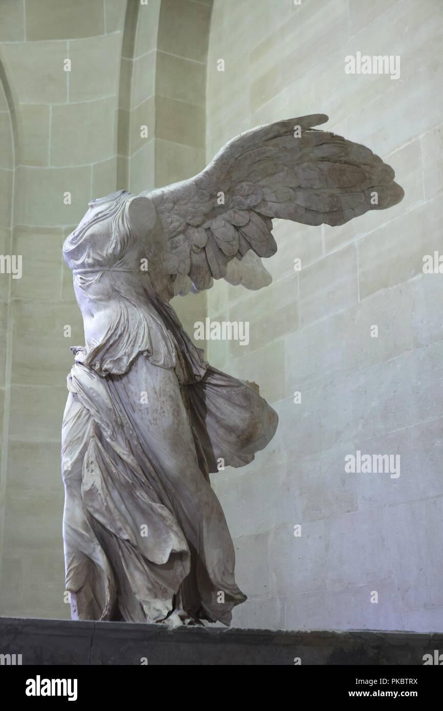 Araña de tela en embudo cavar Eficacia  Età ellenistica statua in marmo noto come la Nike Alata di Samotracia  datato al II secolo a.c. in mostra al Museo del Louvre a Parigi, Francia  Foto stock - Alamy