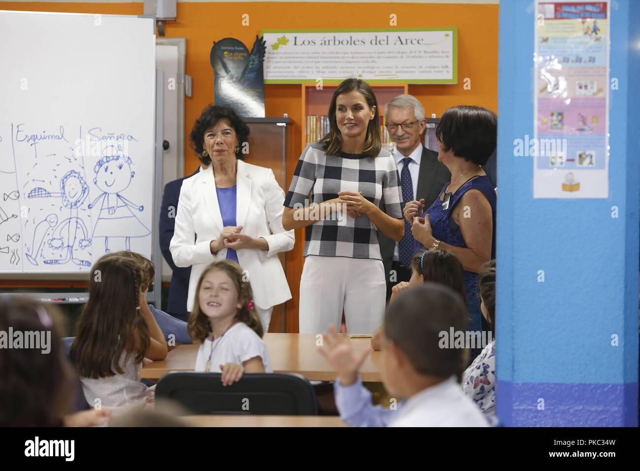 La Reina dona letizia, junto con la ministra de Educación, Isabel Celaa, visita El Colegio Publico Baudilio Arce en Oviedo con motivo del inicio del curso escolar Letizia Ortiz;ISABEL CELAA; 12/09/2018 Regina Letizia, insieme con il Ministro della Pubblica Istruzione, Isabel Celaa, visiti la Baudilio Arce scuola pubblica di Oviedo all inizio dell anno scolastico. 888/Cordon premere Immagini Stock