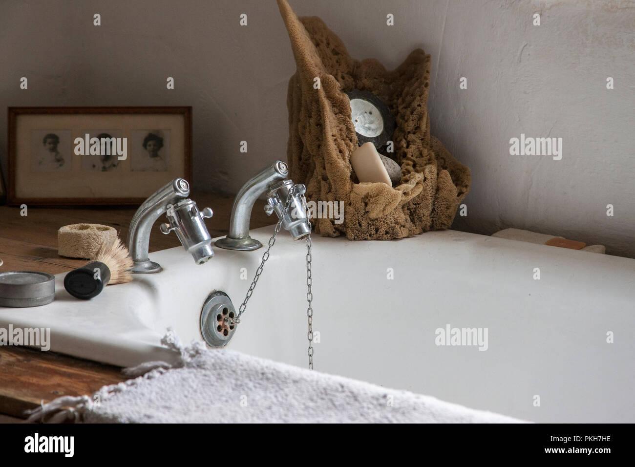 Rubinetteria Bagno Tradizionale : Bagno tradizionale con argento rubinetti di acqua pennelli per