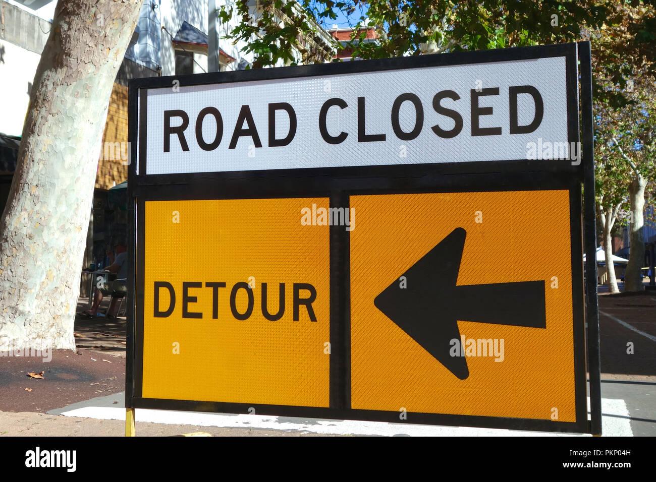 Strada chiusa deviazione segno. Foto Stock