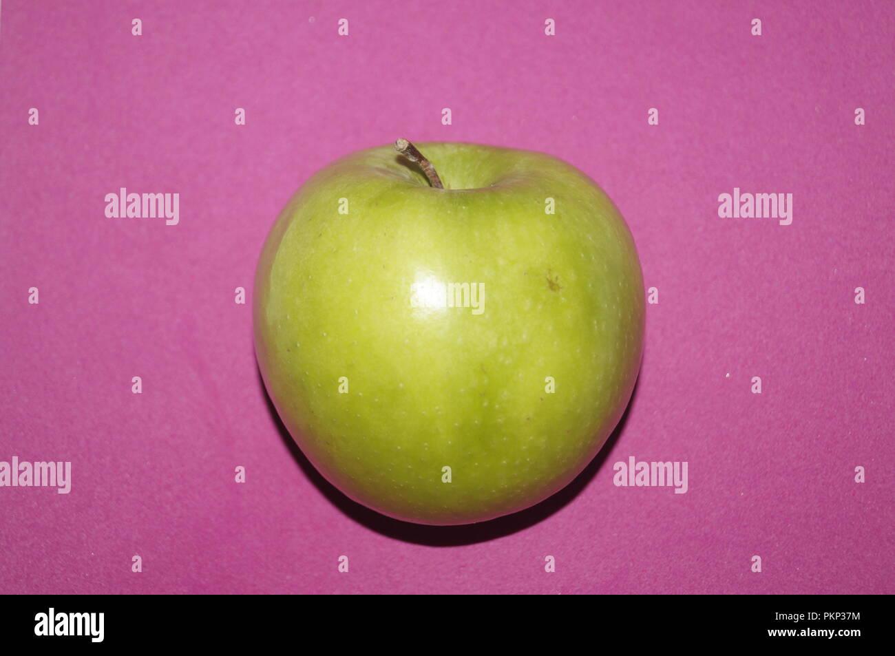 Verde Mela Sfondo Rosa Malus Domestica Foto Immagine Stock