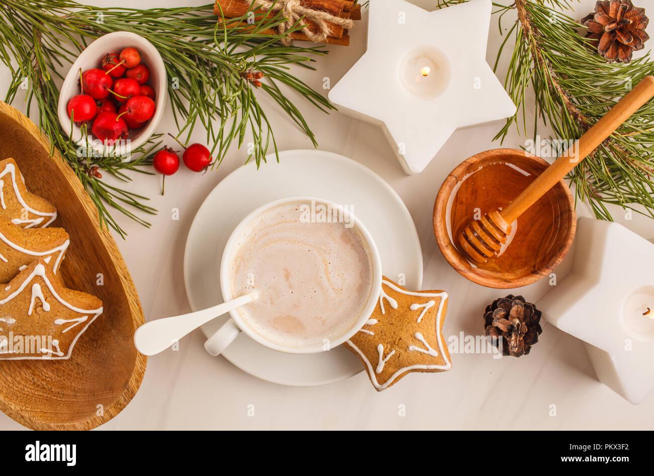 Biscotti Allo Zenzero Di Natale.Natale Messa In Tavola Con Biscotti Allo Zenzero E Cacao Cartolina