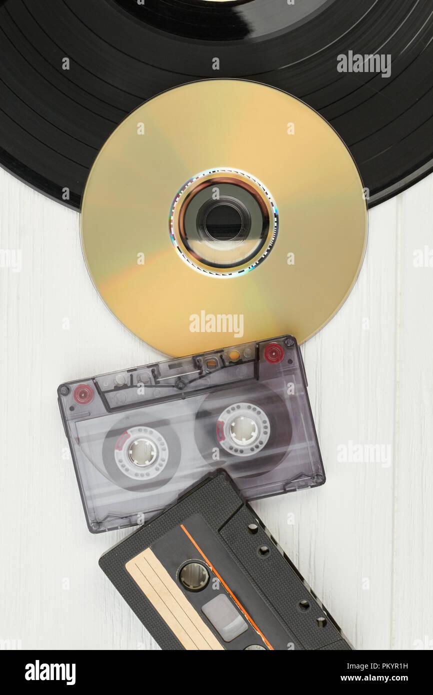 picture disc vinile  Dischi in vinile, nastri audio e compact disc. Vista dall'alto su ...