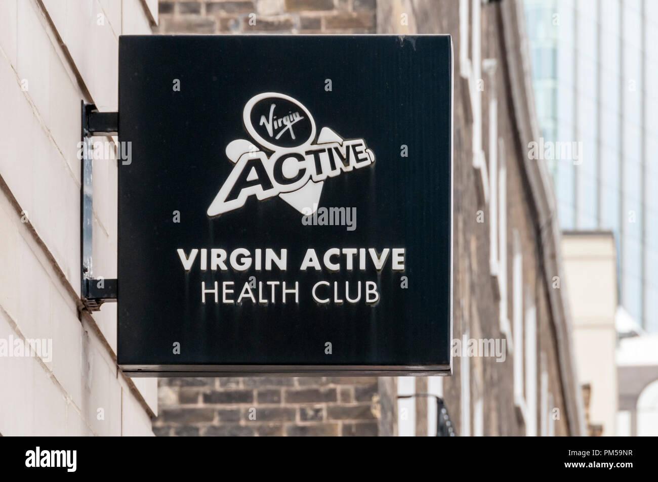 Segno per Virgin Active Health Club in Bunhill Row, Londra. Immagini Stock