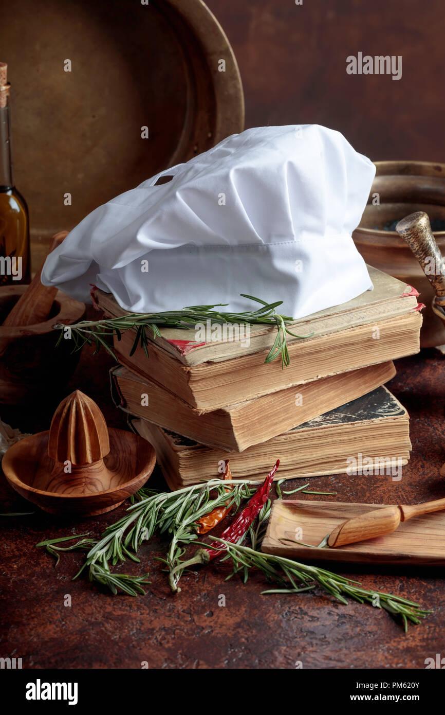 Chef di Bianca Cappello e vecchi libri di cucina. Utensili da cucina ...