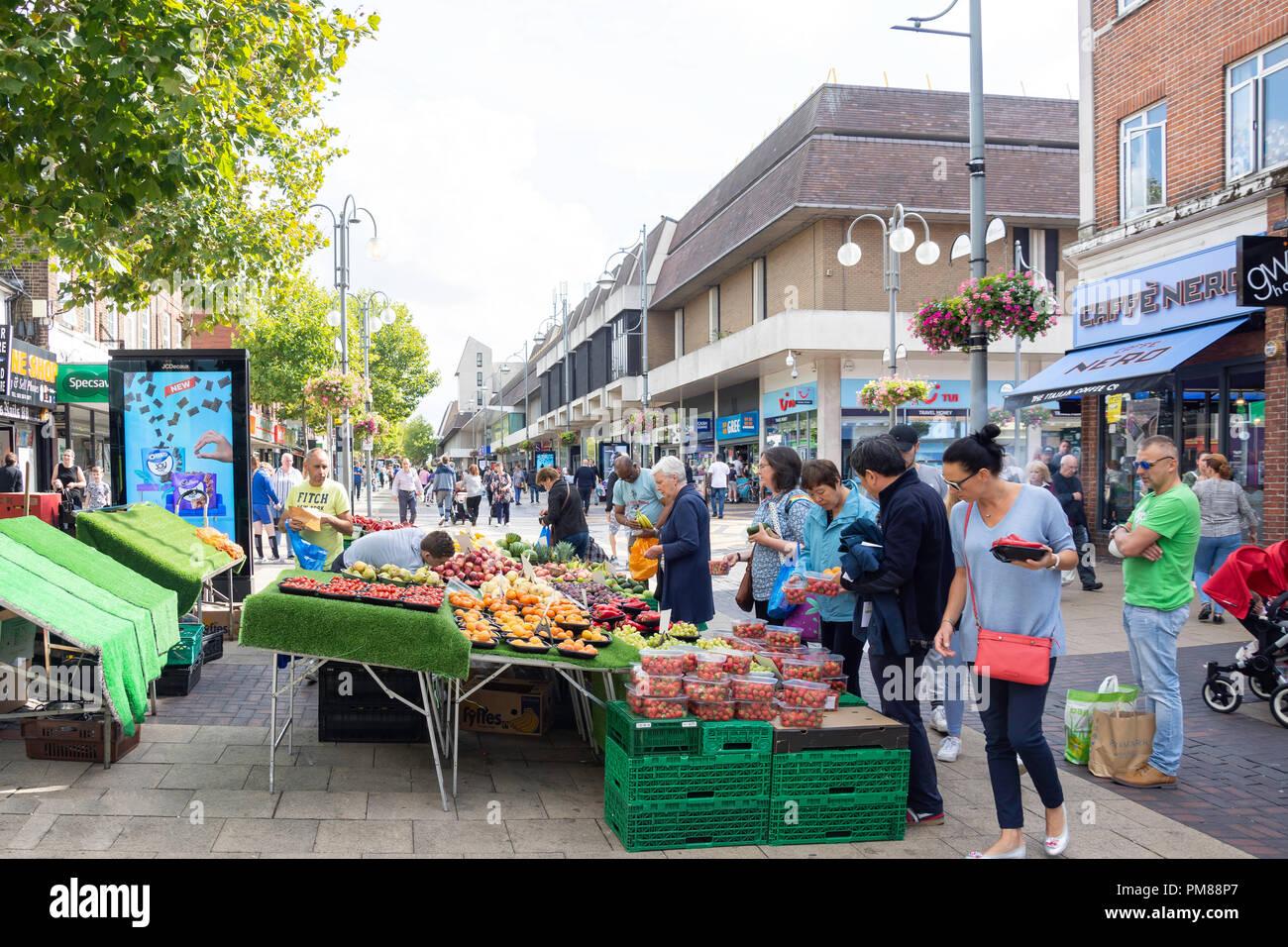 Pressione di stallo di frutta, il Broadway, Bexleyheath, London Borough of Bexley, Greater London, England, Regno Unito Immagini Stock