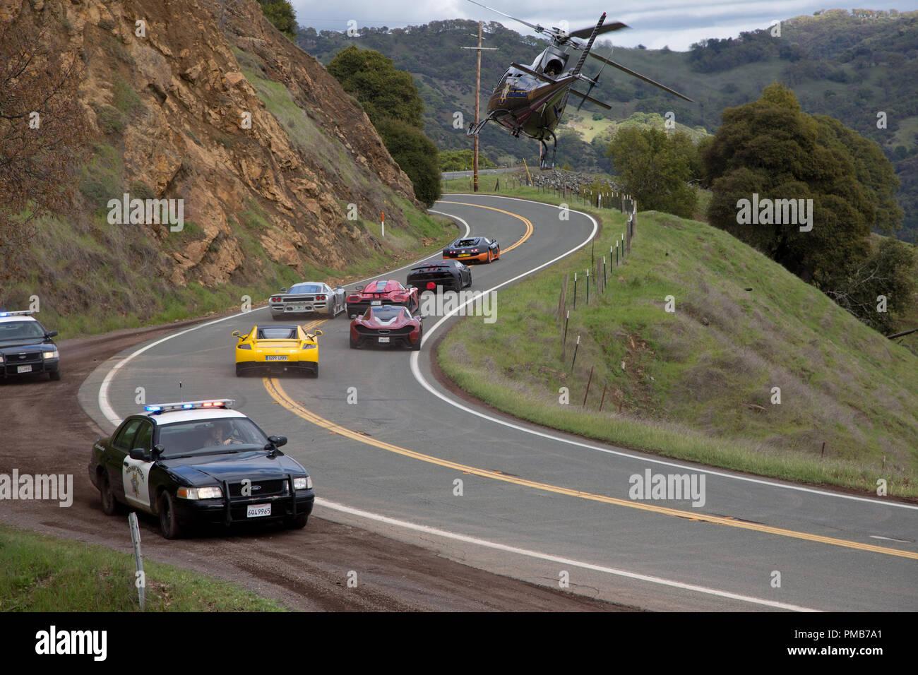 """In DreamWorks Pictures' 'bisogno di velocità,' il De Leon gara europea funzioni supercars, che includono: una svedese Koenigsegg Agera R, una Lamborghini sesto elemento, un Spano GTA, una Bugatti Veyron e McLaren P-1, tutti dei quali sono stati presentati in video giochi e una Saleen S7. Tutte e sei le supercars aveva un GM LS3 motore, potenza 430 425-libbre di piede di coppia e pesato vicino a 3.200 libbre. In un emozionante ritorno alla grande cultura auto film degli anni sessanta e ''70s che tocca in che cosa rende il mito americano della strada aperta così attraenti, """"Bisogno di velocità"""" cronache un quasi impossibile cross-country r Immagini Stock"""