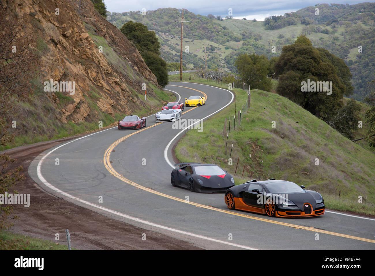 """In DreamWorks Pictures' """"Bisogno di velocità,"""" il De Leon gara europea funzioni supercars, che includono: una svedese Koenigsegg Agera R, una Lamborghini sesto elemento, un Spano GTA, una Bugatti Veyron e McLaren P-1, tutti dei quali sono stati presentati in video giochi e una Saleen S7. Tutte e sei le supercars aveva un GM LS3 motore, 430 cavalli, 425-libbre di piede di coppia e pesato vicino a 3.200 libbre. In un emozionante ritorno alla grande cultura auto film degli anni sessanta e settanta che tocca in che cosa rende il mito americano della strada aperta così attraenti, """"Bisogno di velocità"""" cronache un quasi impossibile cross-country ra Immagini Stock"""