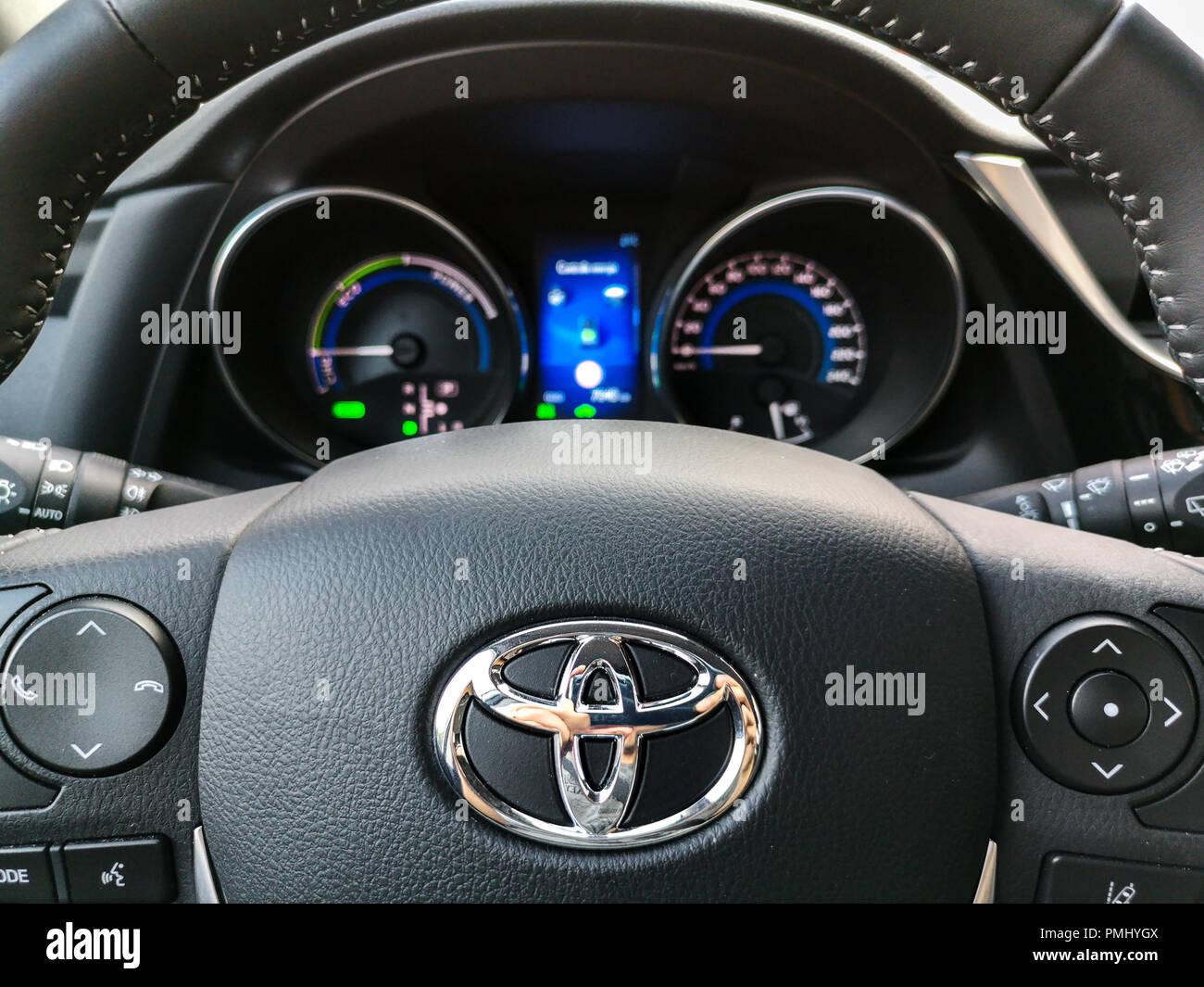 Toyota comandi al volante e il cruscotto di automobile Immagini Stock