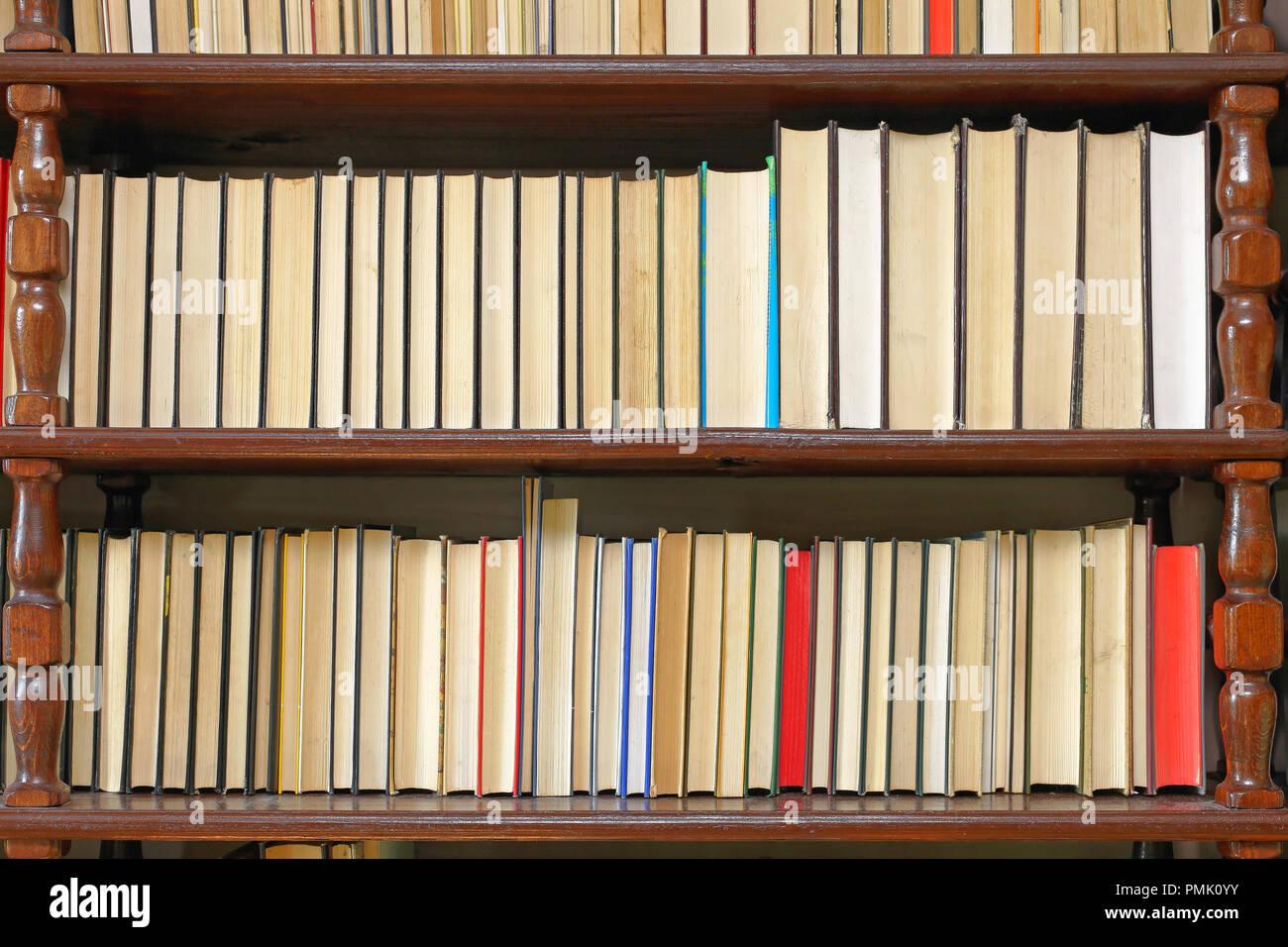 Libreria in legno immagini & libreria in legno fotos stock alamy