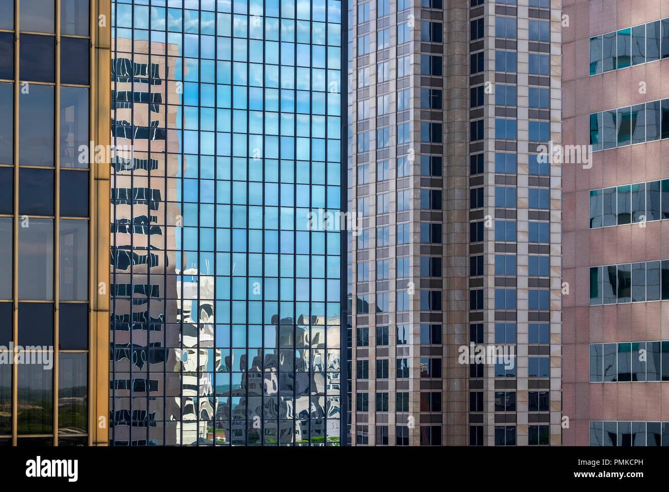 Architettura in dettaglio i blocchi degli uffici, Birmingham Alabama Immagini Stock