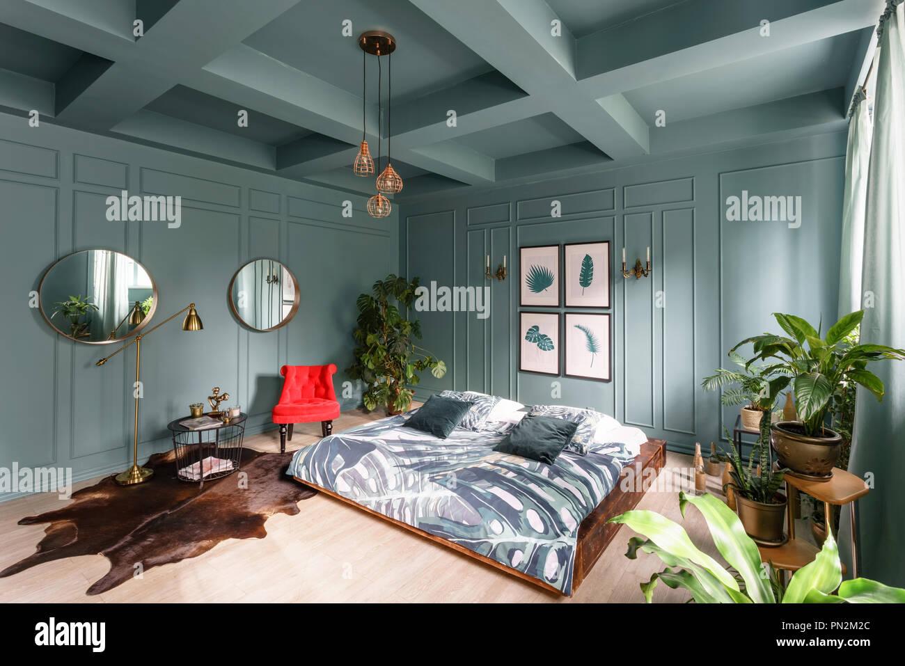 Mattina interno camera da letto in hotel. Luminoso e pulito il ...
